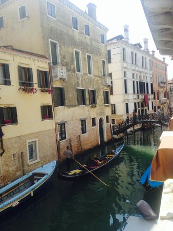 UNA Hotel Venezia: The canal outside our window