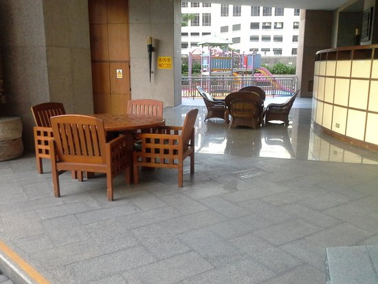 President Park Bangkok: pool seating area