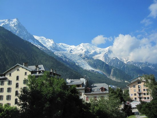 Hotel Le Faucigny: Stunning view of Mont Blanc from bed