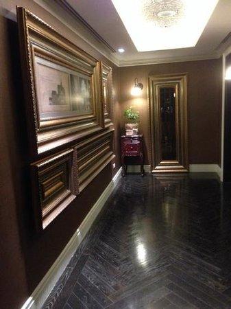 Hotel Muse Bangkok Langsuan - MGallery Collection : floor lift lobby