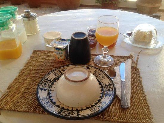 Riad Baladin : 朝ご飯、オレンジジュースやジャムがおいしい!