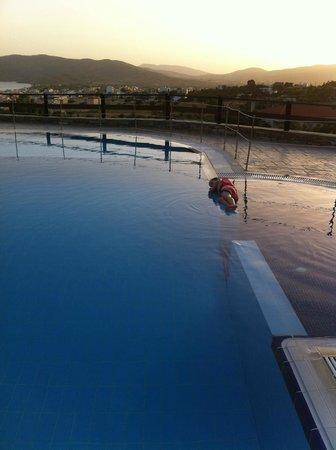 Aegea Hotel : πισινα