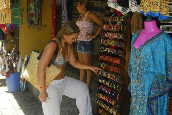Flamingo Beach Resort & Spa: Shopping in Tamarindo