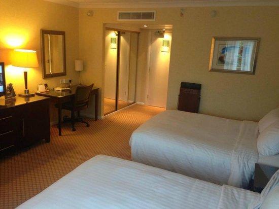 York Marriott Hotel: room
