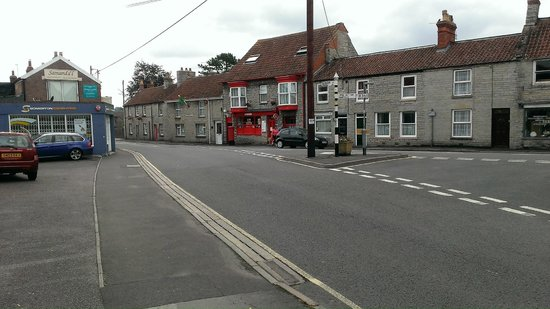 The White Hart Somerton: view from outside