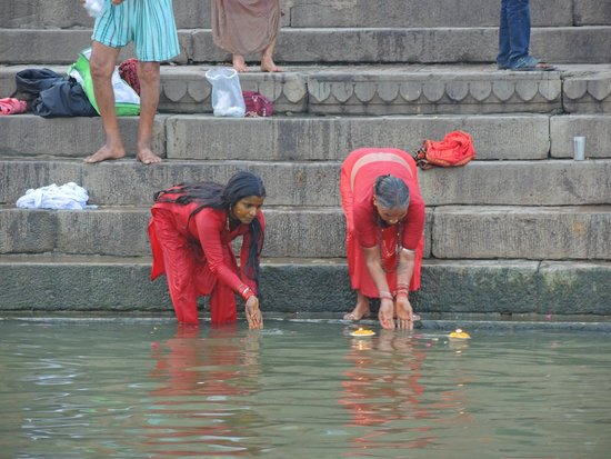 Ganges River: Launching offerings