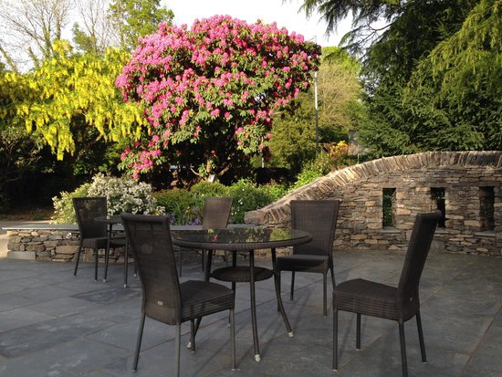 Cedar Manor : garden