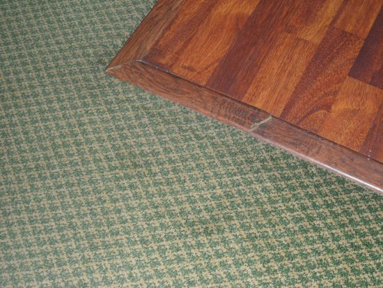 Sandpiper Gulf Resort: Carpeting is sad