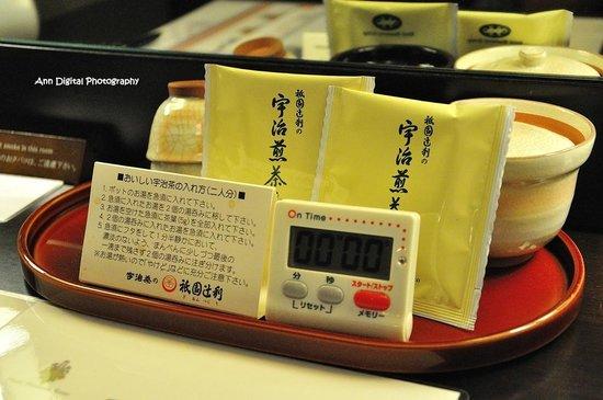 Hotel Monterey Kyoto: 回甘煎茶, 還貼心附上計時器泡茶不超時