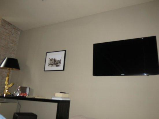 Campo Marzio Luxury Suites: Room t.v.