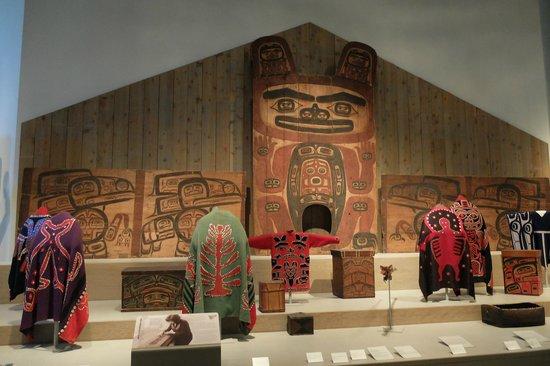 Denver Art Museum : Arrangement
