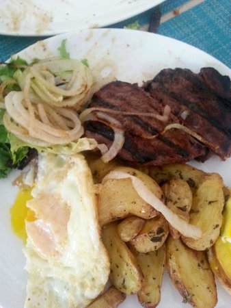Essensia Restaurant & Lounge : steak and eggs