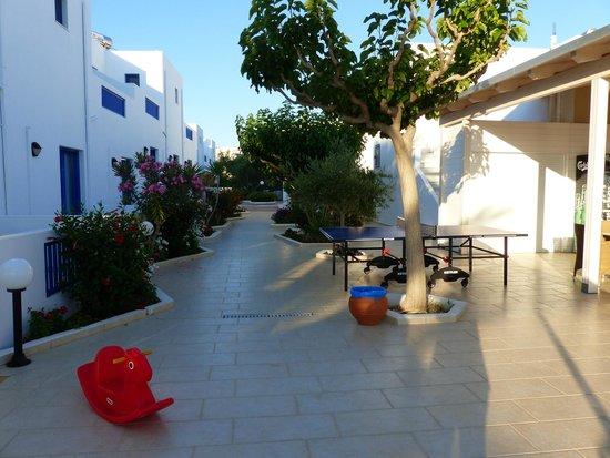 Hara Ilios Hotel : allée
