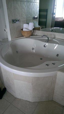 The Granville Hotel: jacuzzi bath