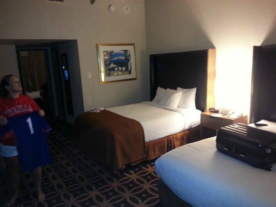 Embassy Suites by Hilton Dallas DFW Airport South : bedroom