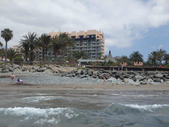 Family Life Orquidea: Widok na hotel od strony plaży