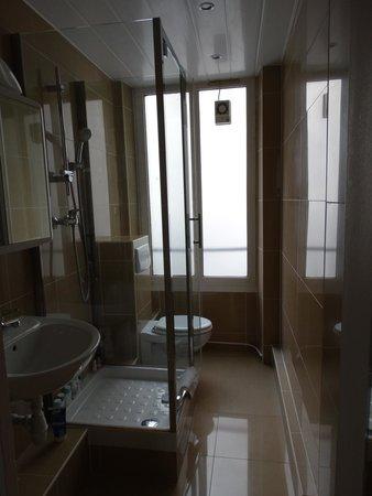 Hotel de l'Europe: bagno con doccia