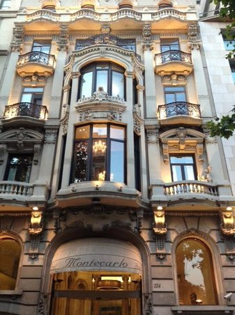 Les Quinze Nits : Gaudi Style
