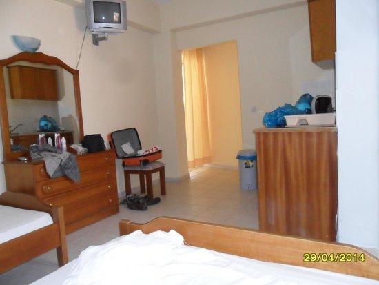 Roula Apartments: room 8