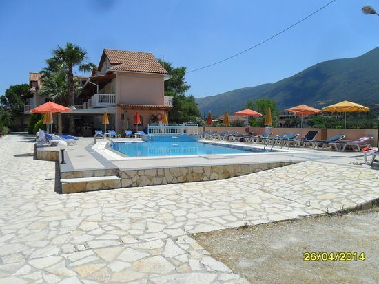 Roula Apartments: lovely swimming pool