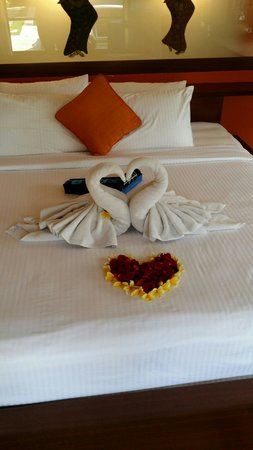 Novotel Bali Benoa : Honey moon bed at arrival