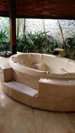 Novotel Bali Benoa : Jacuzzi in our pool villa