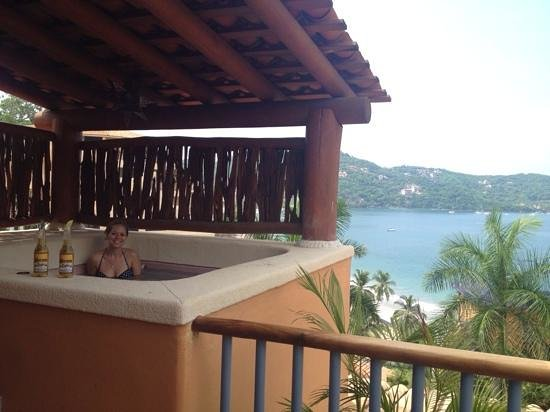 Embarc Zihuatanejo: dipping pool on balcony; nice to cool down w/ corona and lunch :)