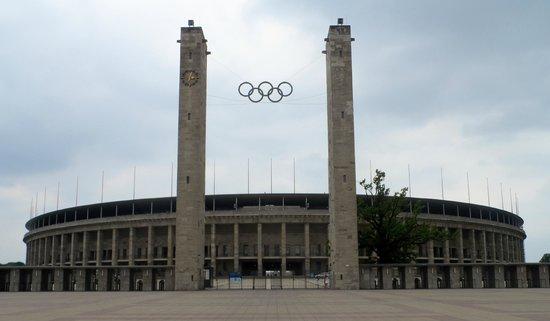 Stade olympique (Olympiastadion) : Impressive Stadium entrance