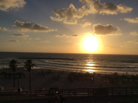 Sheraton Tel Aviv Hotel : Sunset view from VIP Lounge