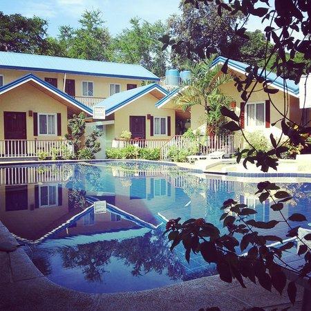 Blue Lagoon Inn & Suites : The hotel