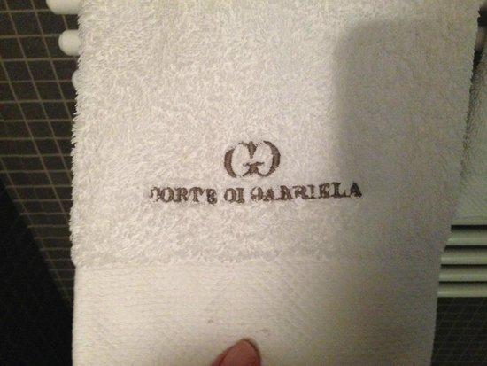 Corte Di Gabriela: Towel