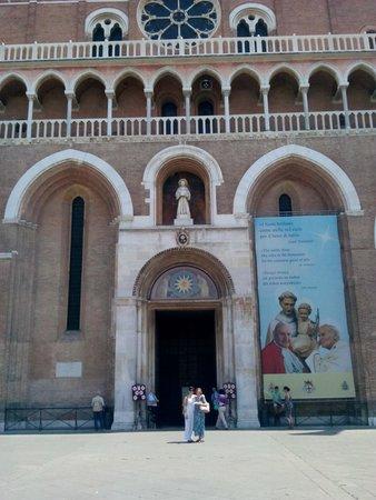 Basilica di Sant'Antonio: Basilica
