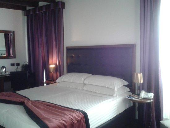 Navona Colors Hotel : habitación