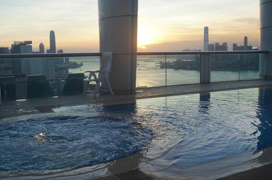 Metropark Hotel Causeway Bay Hong Kong: La piscina al 32 piano
