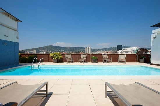 NH Barcelona Stadium: Swimming Pool