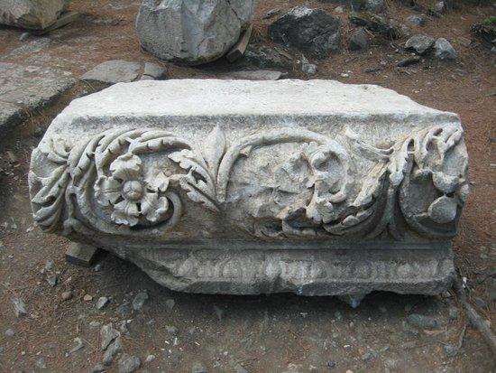 Phaselis Antique City: калонна