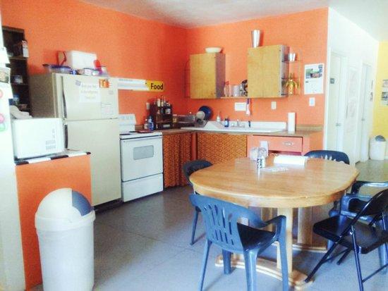 Cloudcroft Mountain Park Hostel : Kitchen Area