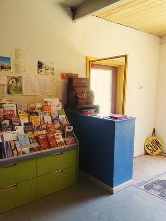 Cloudcroft Mountain Park Hostel : Entrance with info for area attractions