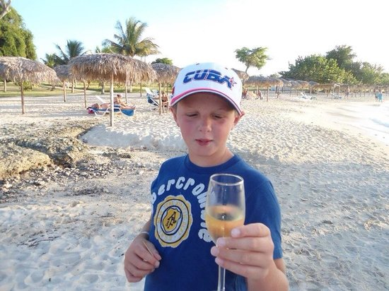 Hotel Playa Pesquero: Champagne in the beach