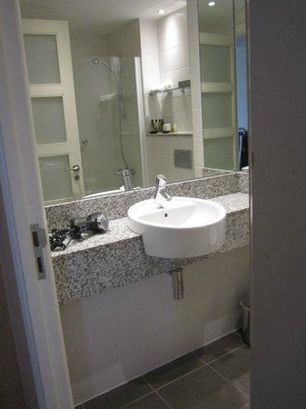 Pembroke Kilkenny: Big bathroom
