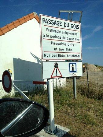 Le Passage du Gois : passage Du Gois warning sign