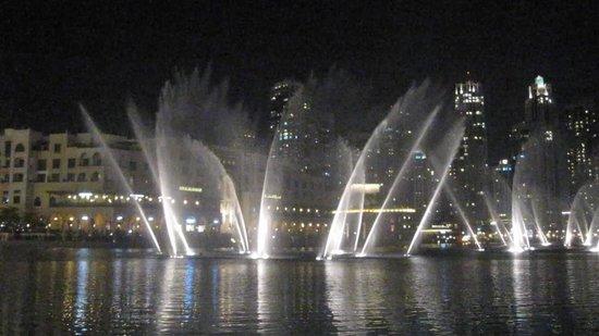 Dubai Fountains: Spectacle des fontaines la nuit