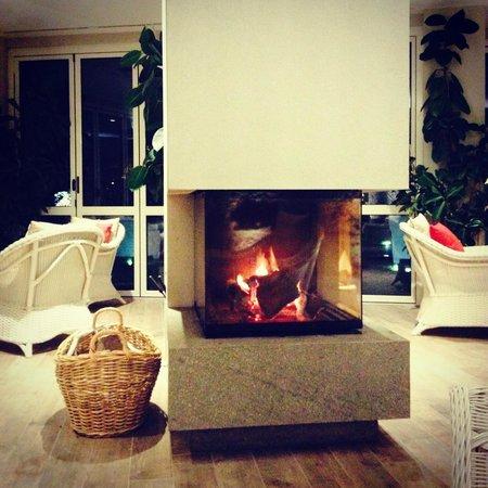 Hotel Mioni Pezzato: террасса с камином, ражжигают по вечерам
