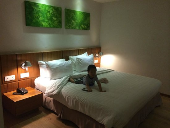 Ipoh French Hotel : Comfy king size bed