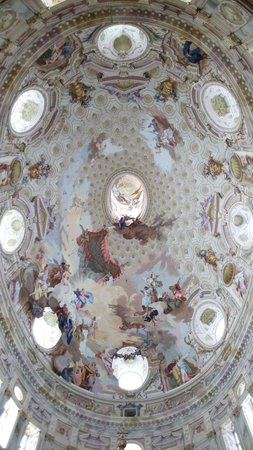 Santuario di Vicoforte: The ceiling of this wonderful cathedral