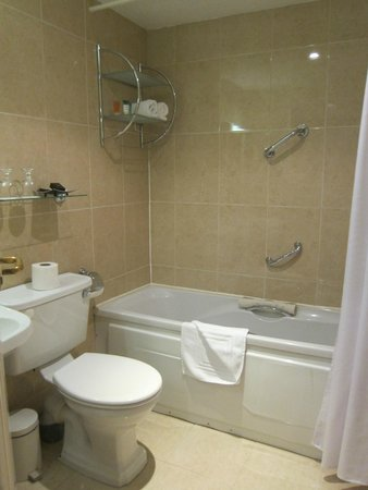 Killarney Royal: Bathroom