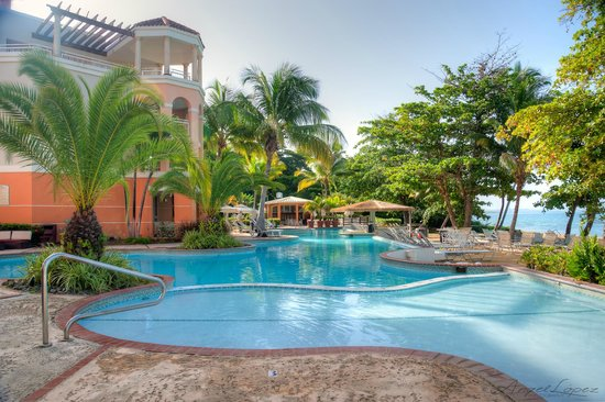 Rincon Beach Resort: La Piscina