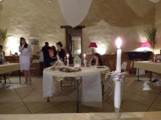 Chateau de La Chabroulie : Grange aménager pour notre repas