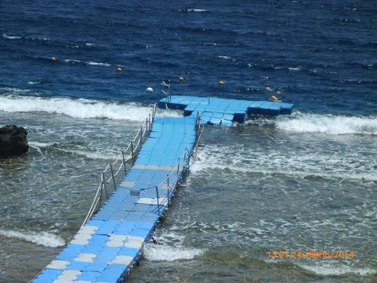 Coral Beach Resort Tiran: мостик потерпел крушение