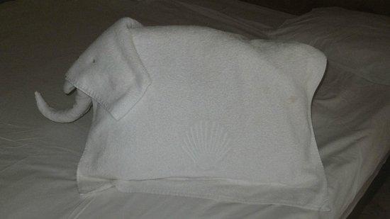 The Makadi Palace Hotel: Towel elephant